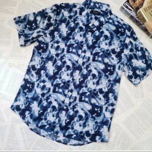NWOT 7 DIAMONDS Printed Short Sleeve Button Up
